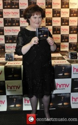 susan-boyle-promotes-and-signs-copies-of_4183960.jpg