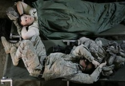 iraq_sleeping_soldiers_aa.jpg