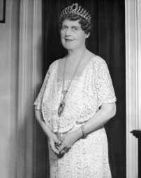 Portrait of American soprano vocalist Florence Foster Jenkins (1868 - 1944), known (and loved) primarily for her lack almost complete lack of skill, 1920s. (Photo : Pictorial Parade/Getty Images)